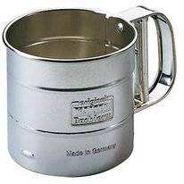 One-Handed Flour & Powder Sugar Sieve Kaiser